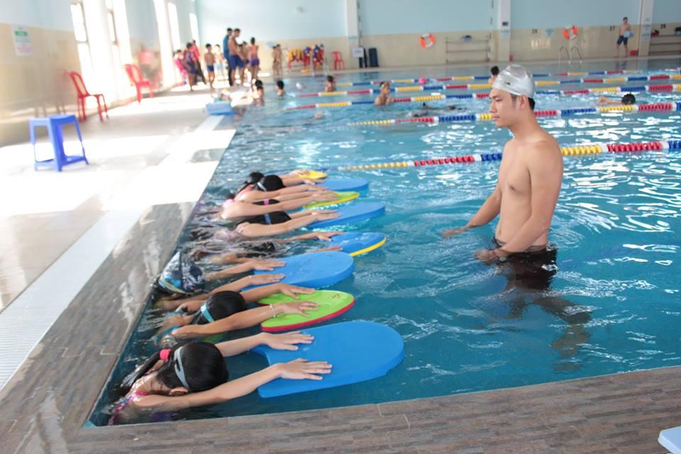 lớp học bơi trẻ em hà nội