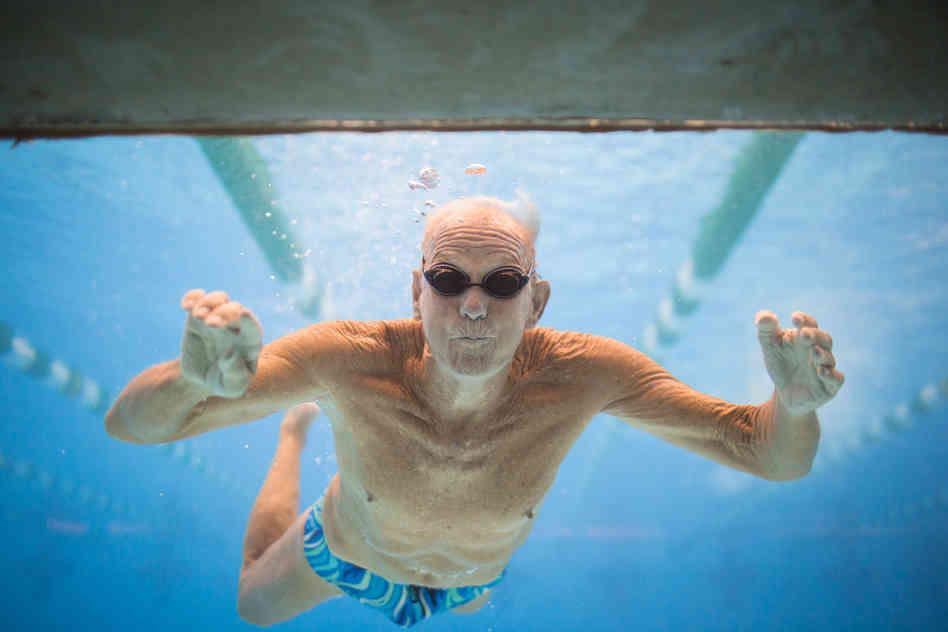 tác dụng của bơi lội chữa viêm khớp